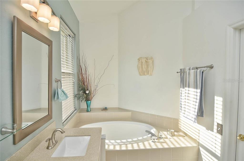 Masterbath with double sinks - Single Family Home for sale at 498 Meadow Sweet Cir, Osprey, FL 34229 - MLS Number is N5914789