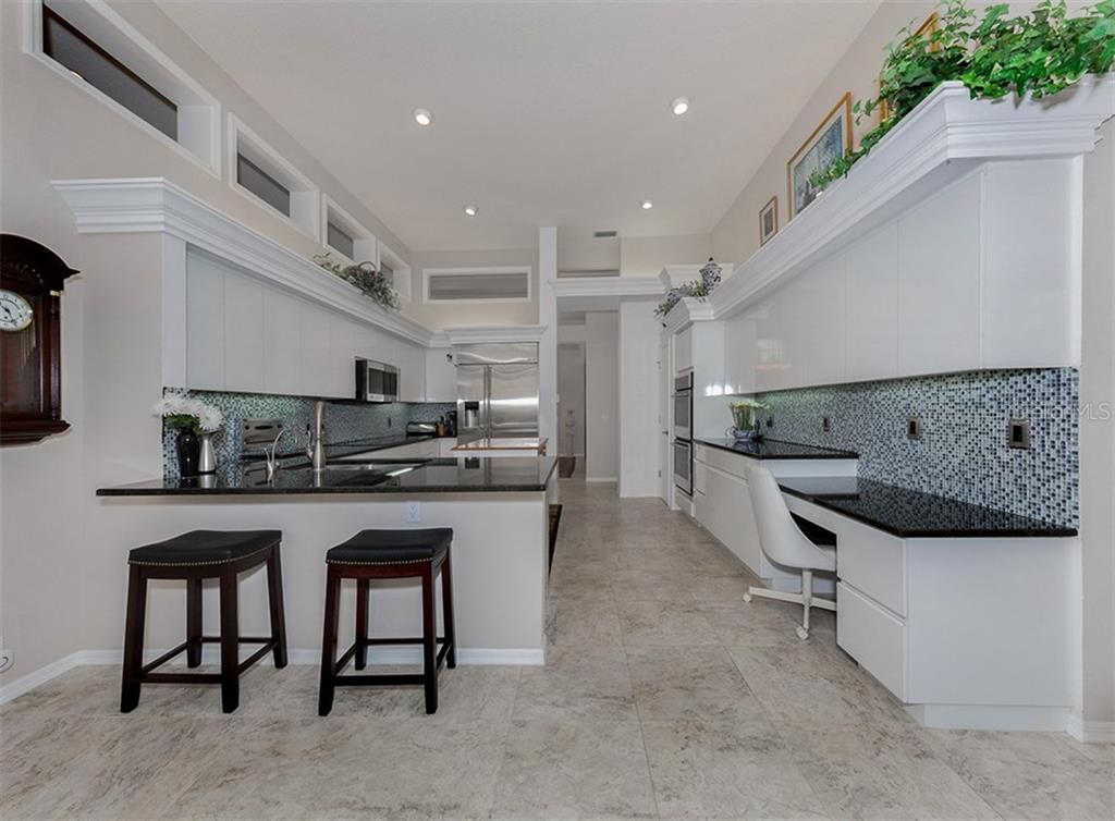 Beautiful Kitchen - Single Family Home for sale at 329 Venice Golf Club Dr, Venice, FL 34292 - MLS Number is N5915275