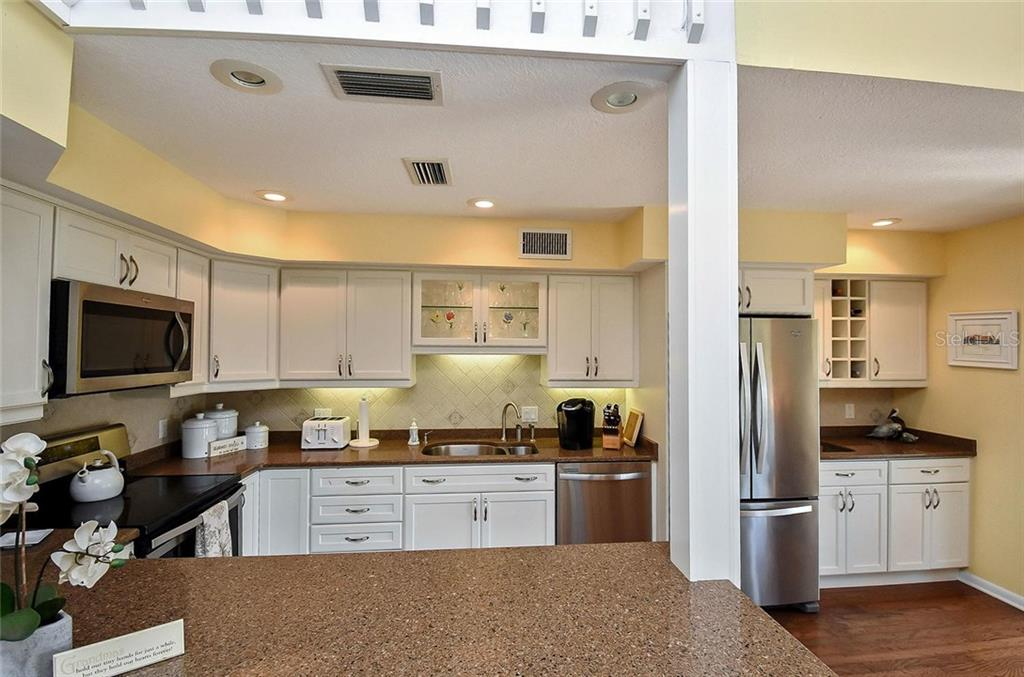 Kitchen - Single Family Home for sale at 910 Casey Cove Dr, Nokomis, FL 34275 - MLS Number is N5915385