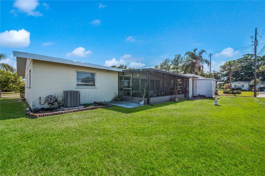 Single Family Home for sale at 511 Sheridan Dr, Venice, FL 34293 - MLS Number is N5917053