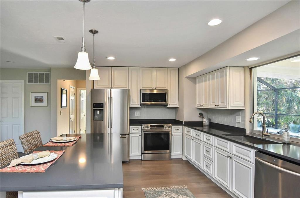 Kitchen - Single Family Home for sale at 405 Sunset Dr, Venice, FL 34285 - MLS Number is N5917234