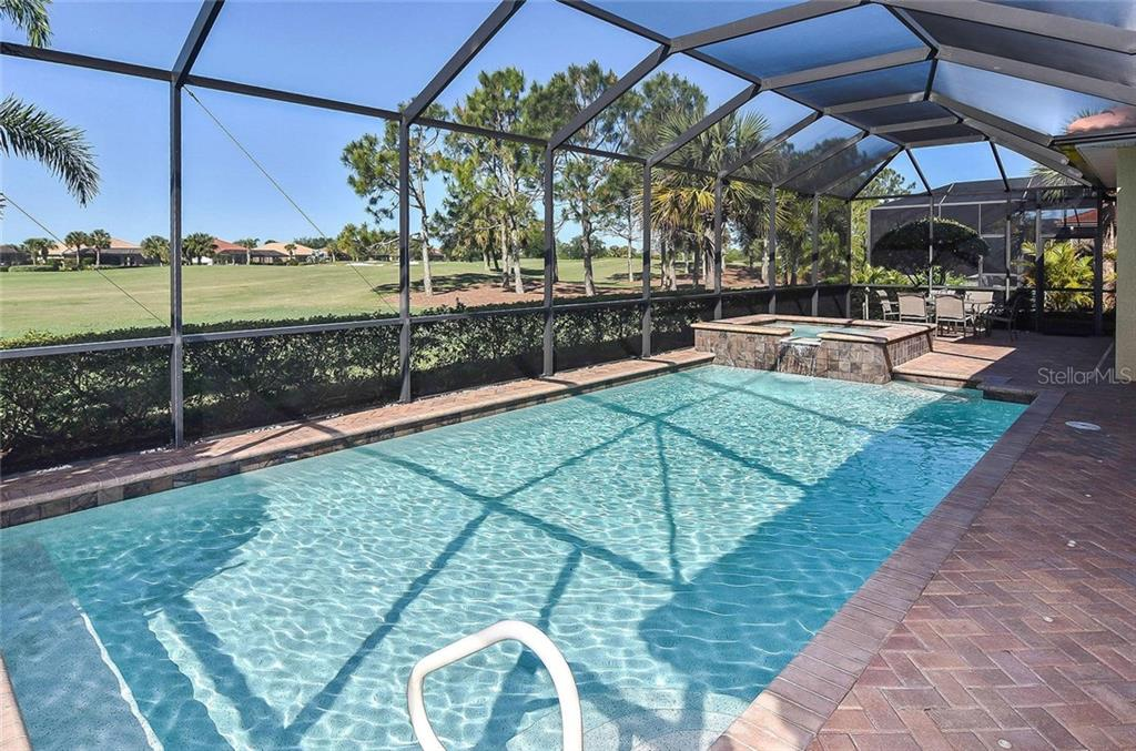 Saltwater pool and spa - Single Family Home for sale at 277 Martellago Dr, North Venice, FL 34275 - MLS Number is N6100209