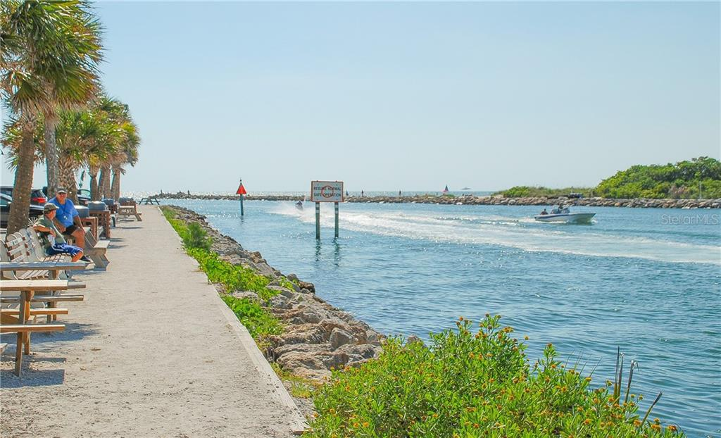 Island shopping downtown - Single Family Home for sale at 920 Inlet Cir, Venice, FL 34285 - MLS Number is N6100937