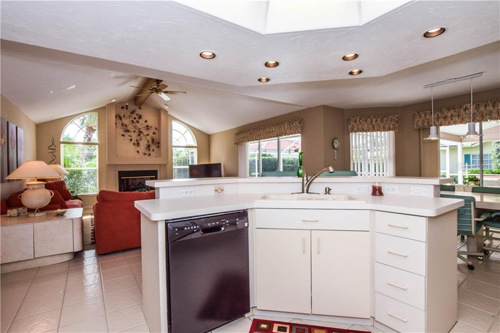 Kitchen. - Single Family Home for sale at 837 Carnoustie Dr, Venice, FL 34293 - MLS Number is N6101166