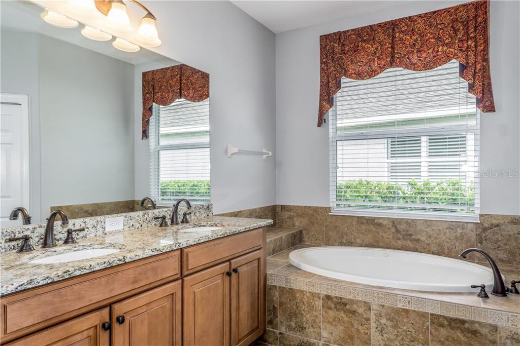 Dual Sinks and Jacuzzi Tub - Single Family Home for sale at 2290 Terracina Dr, Venice, FL 34292 - MLS Number is N6101301