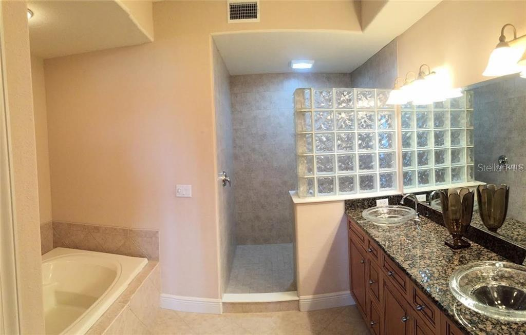 Master Bath , Large walk in shower, separate tub and dual sinks - Condo for sale at 157 Tampa Ave E #407, Venice, FL 34285 - MLS Number is N6101715