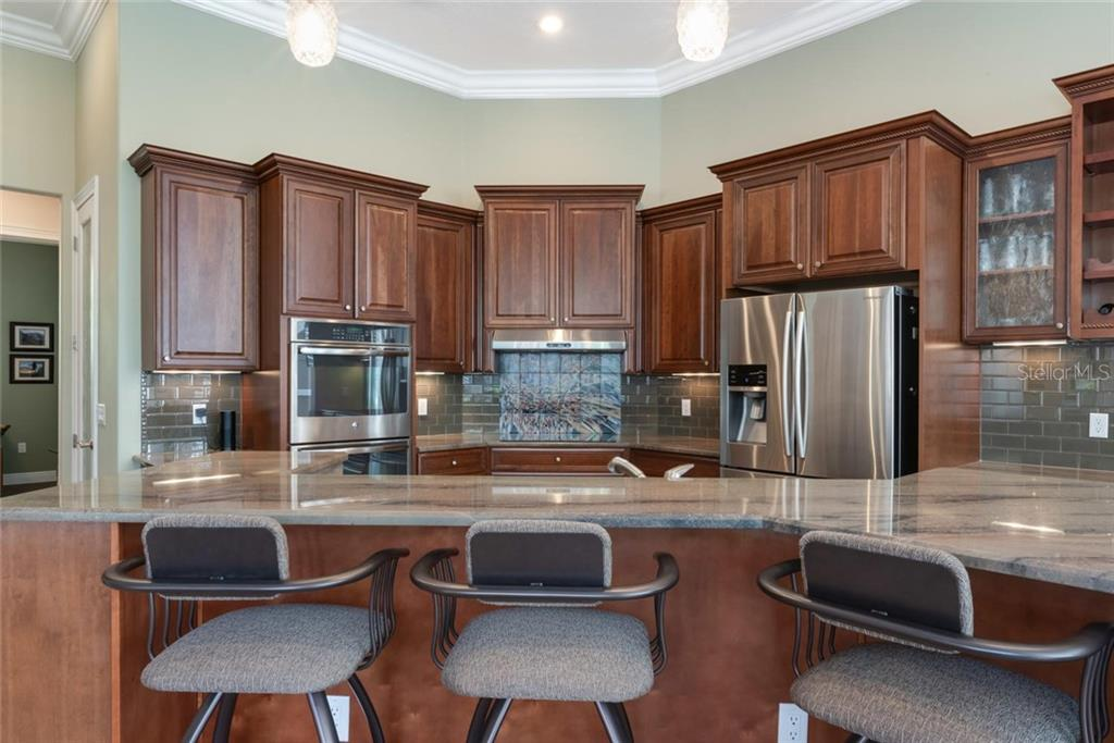Breakfast bar, kitchen - Single Family Home for sale at 633 Apalachicola Rd, Venice, FL 34285 - MLS Number is N6102111