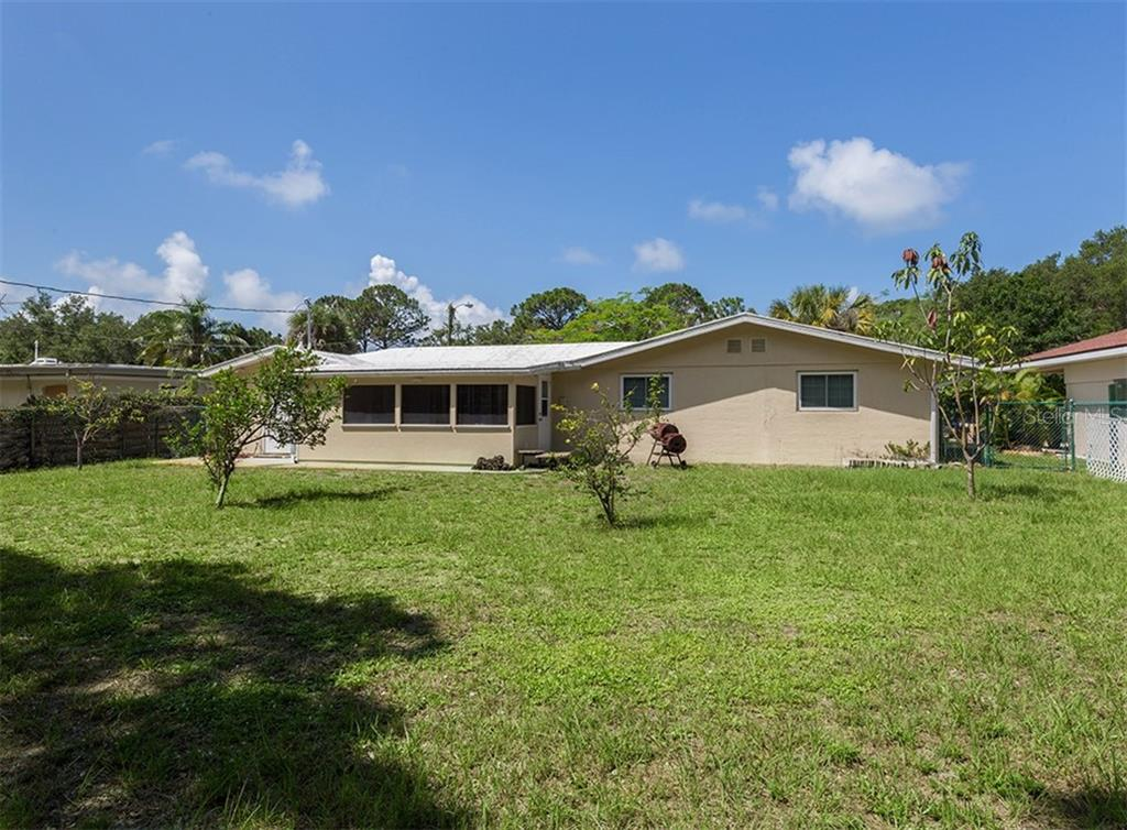 Rear exterior - Single Family Home for sale at 717 Guild Dr, Venice, FL 34285 - MLS Number is N6103134