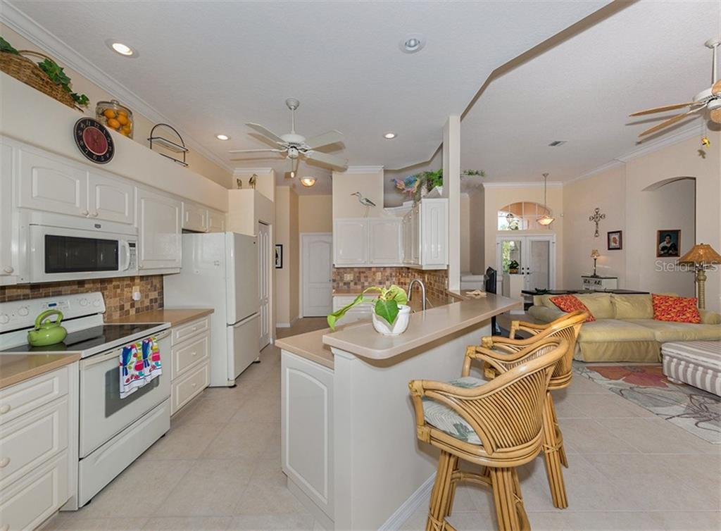 Kitchen, living room - Single Family Home for sale at 627 Lakescene Dr, Venice, FL 34293 - MLS Number is N6103268
