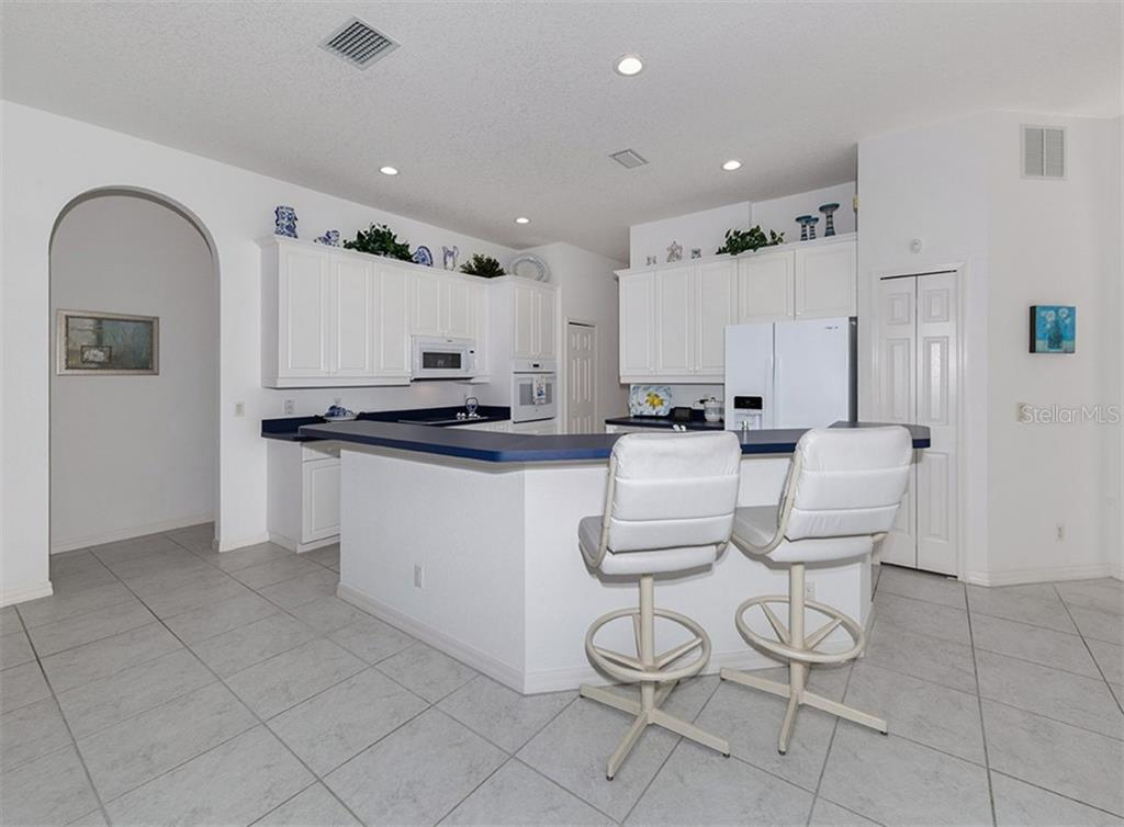Breakfast bar, kitchen - Single Family Home for sale at 2201 Sonoma Dr E, Nokomis, FL 34275 - MLS Number is N6103410