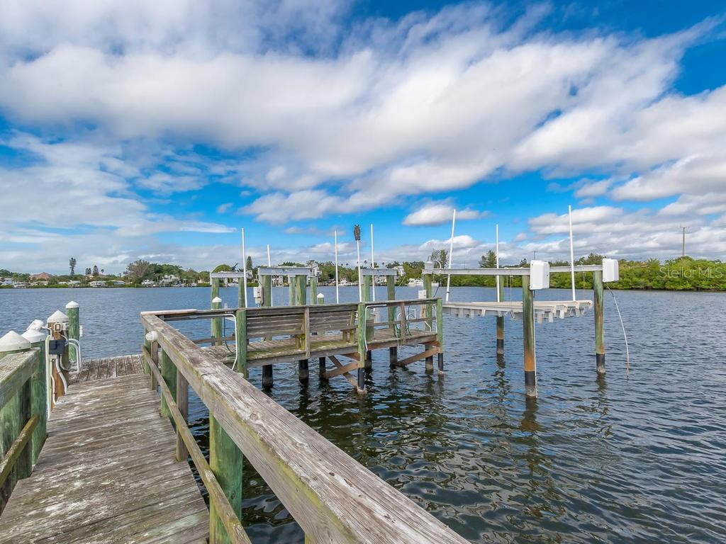 Dock with lift - Single Family Home for sale at 735 Eagle Point Dr, Venice, FL 34285 - MLS Number is N6103576