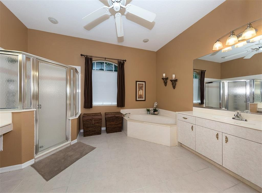 Master bathroom - Single Family Home for sale at 129 Wayforest Dr, Venice, FL 34292 - MLS Number is N6105216