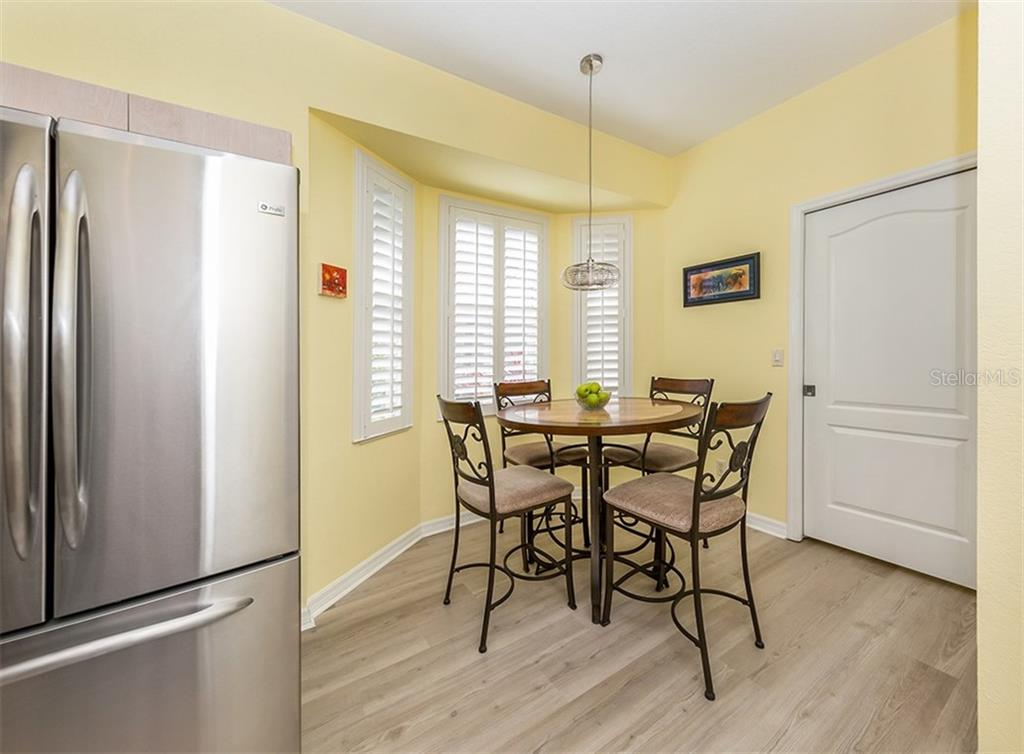 Eat-in kitchen - Single Family Home for sale at 836 Connemara Cir, Venice, FL 34292 - MLS Number is N6105684