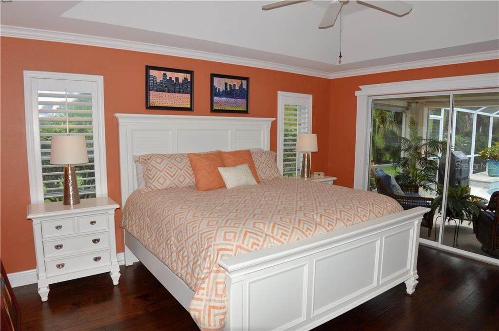 Master bedroom - Single Family Home for sale at 537 Lake Of The Woods Dr, Venice, FL 34293 - MLS Number is N6106043