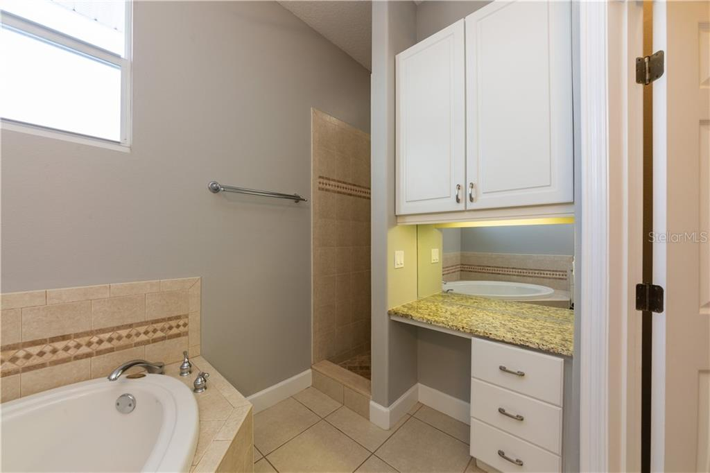 Master Bath - Single Family Home for sale at 714 Shakett Creek Dr, Nokomis, FL 34275 - MLS Number is N6107563