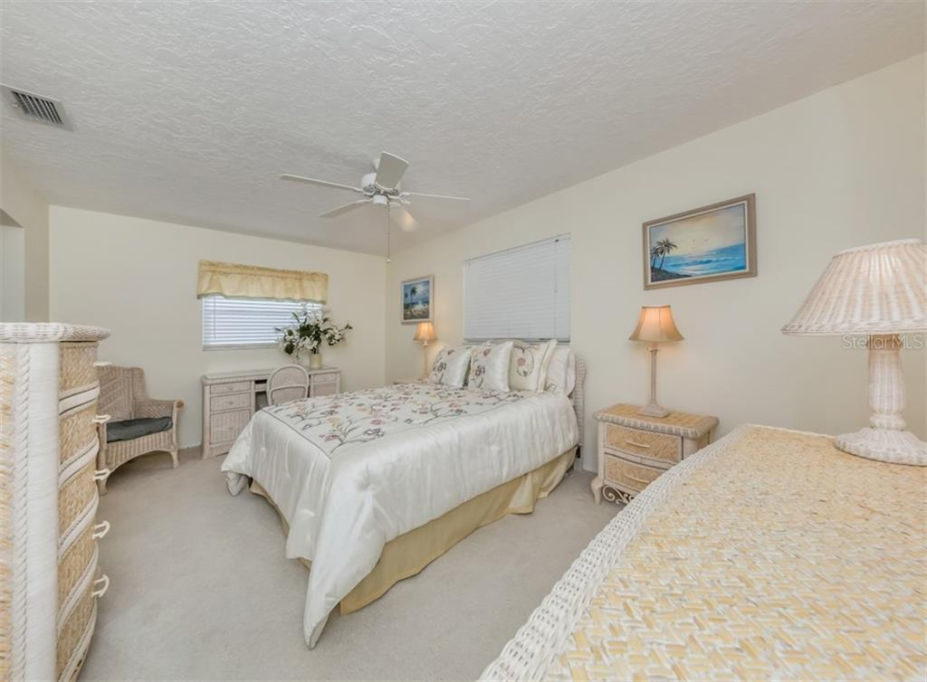 Guest bedroom - Single Family Home for sale at 500 Harbor Dr S, Venice, FL 34285 - MLS Number is N6108518