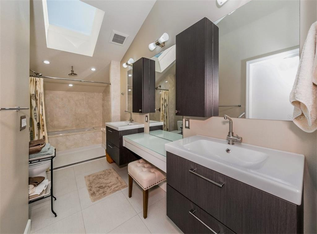 Master bath - Condo for sale at 840 Golden Beach Blvd #840, Venice, FL 34285 - MLS Number is N6108717