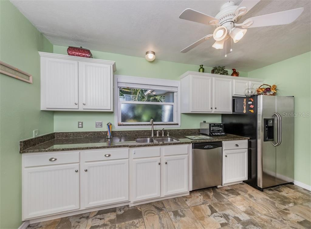 Kitchen - Single Family Home for sale at 717 Valencia Rd, Venice, FL 34285 - MLS Number is N6109082