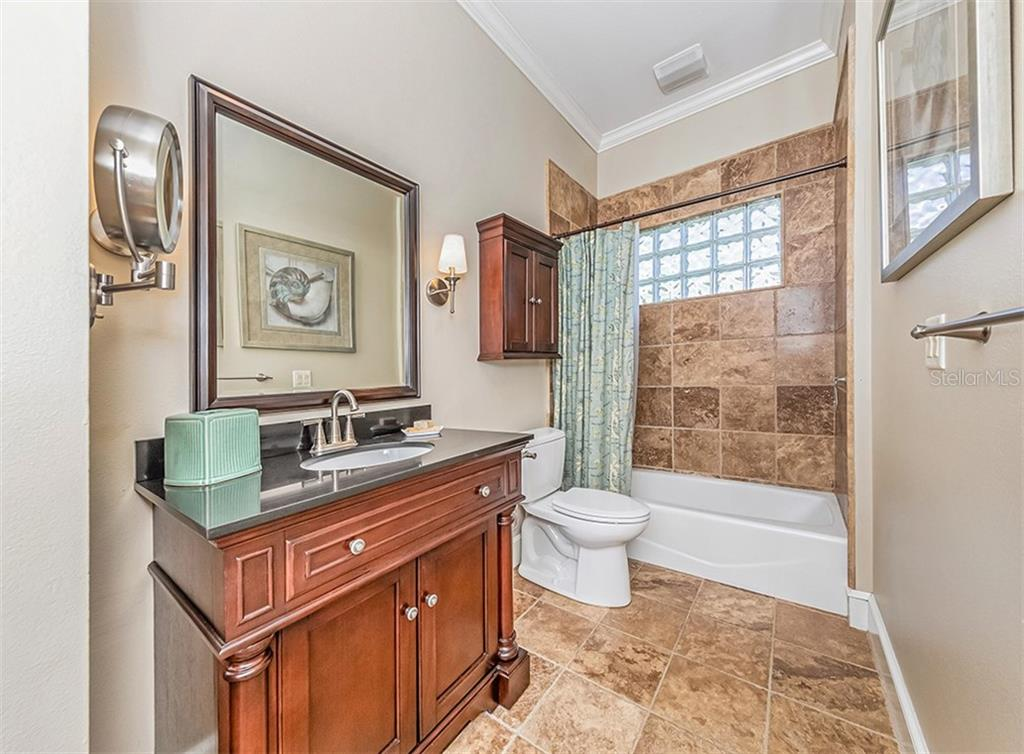 Guest Bath with beautiful new vanity and fixtures - Single Family Home for sale at 727 Eagle Point Dr, Venice, FL 34285 - MLS Number is N6110087