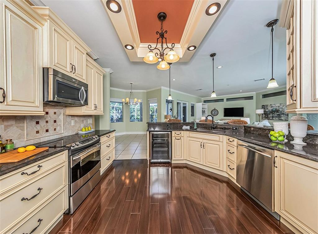 For the wine lover in the family, you'll love the convenient wine cooler. - Single Family Home for sale at 727 Eagle Point Dr, Venice, FL 34285 - MLS Number is N6110087