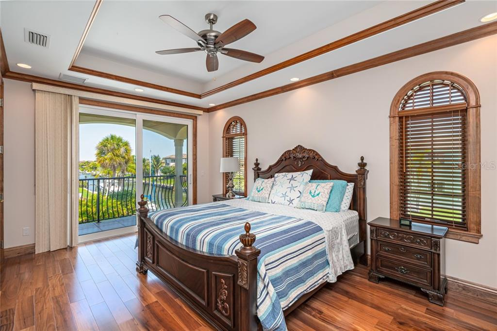 #1 Master Suite on Second Floor with Balcony - Single Family Home for sale at 510 Bowsprit Ln, Longboat Key, FL 34228 - MLS Number is N6110334