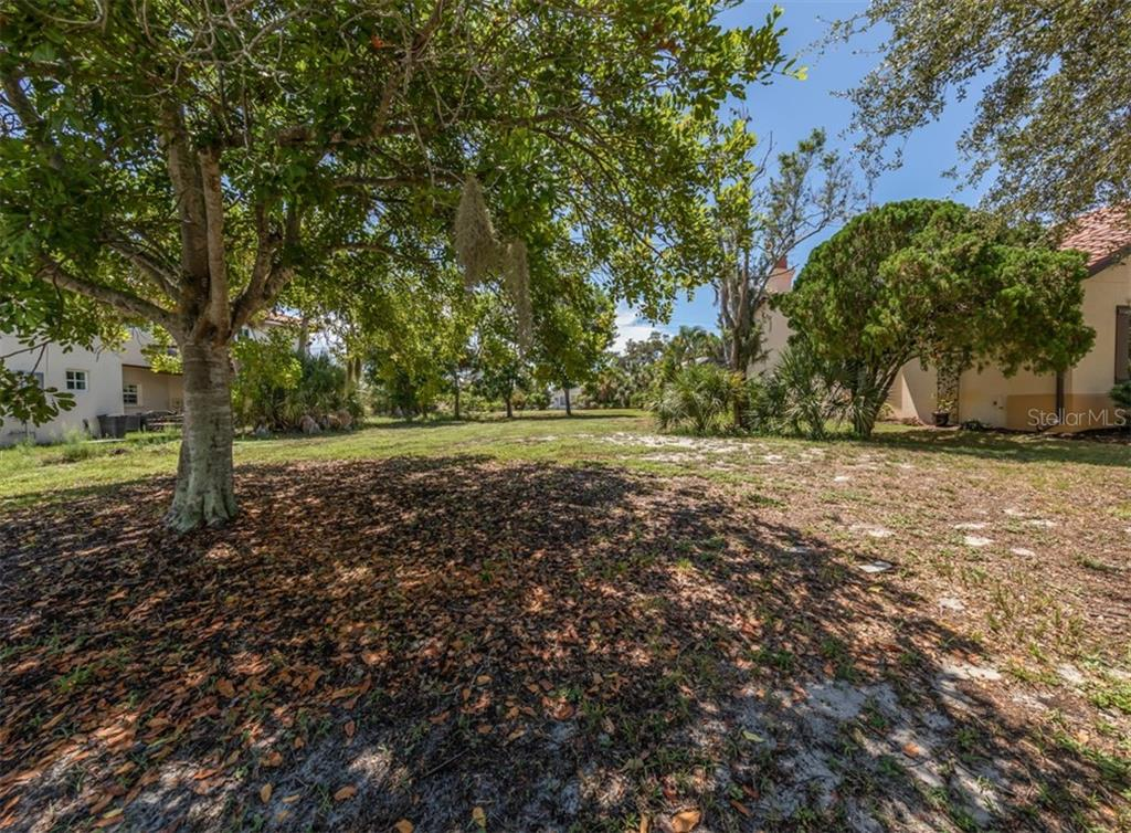 Rear view - Vacant Land for sale at 305 Ponce De Leon Ave, Venice, FL 34285 - MLS Number is N6111554