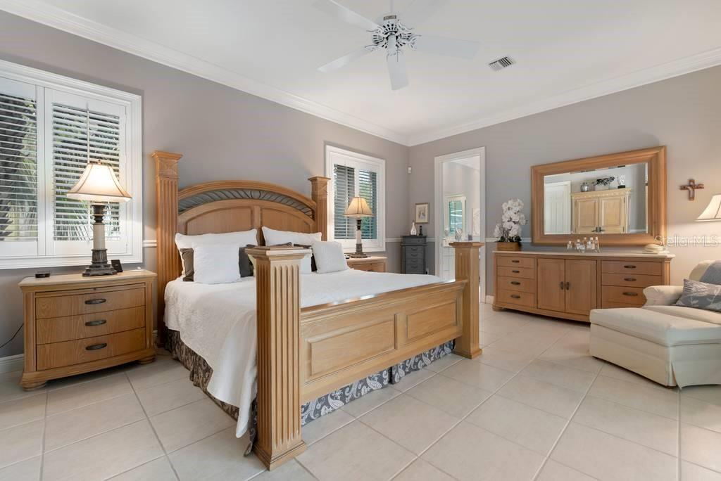 Master bedroom - Single Family Home for sale at 725 Eagle Point Dr, Venice, FL 34285 - MLS Number is N6111842