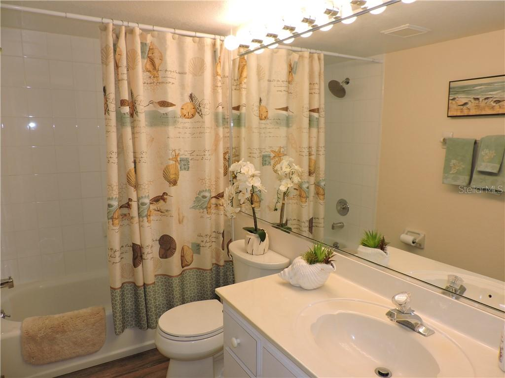 Guest Bathroom - Condo for sale at 1041 Capri Isles Blvd #121, Venice, FL 34292 - MLS Number is N6112042