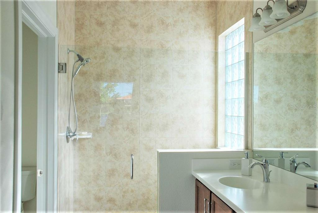 Master bathroom - Single Family Home for sale at 10424 Crooked Creek Dr, Venice, FL 34293 - MLS Number is N6112285