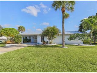 828 E 4th St, Englewood, FL 34223