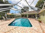 Pool, lanai - Single Family Home for sale at 521 Waterwood Ln, Venice, FL 34293 - MLS Number is N6107048