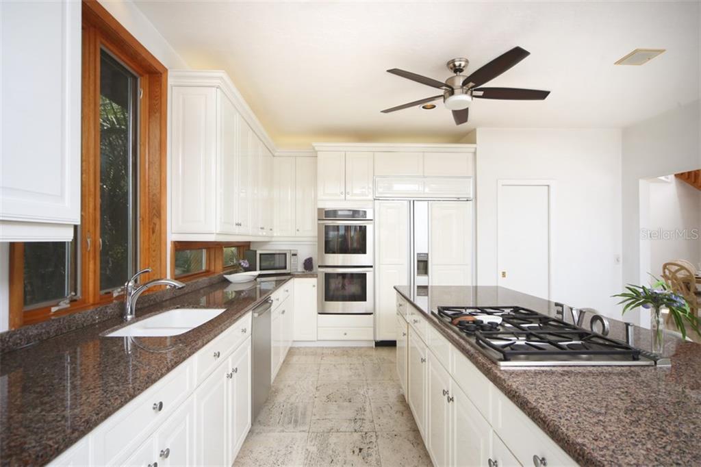 Additional photo for property listing at 1850 Bayshore Dr 1850 Bayshore Dr Englewood, Φλοριντα,34223 Ηνωμενεσ Πολιτειεσ
