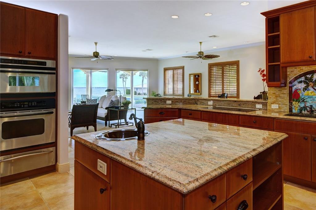 Additional photo for property listing at 580 Chipping Ln 580 Chipping Ln Longboat Key, Florida,34228 Vereinigte Staaten