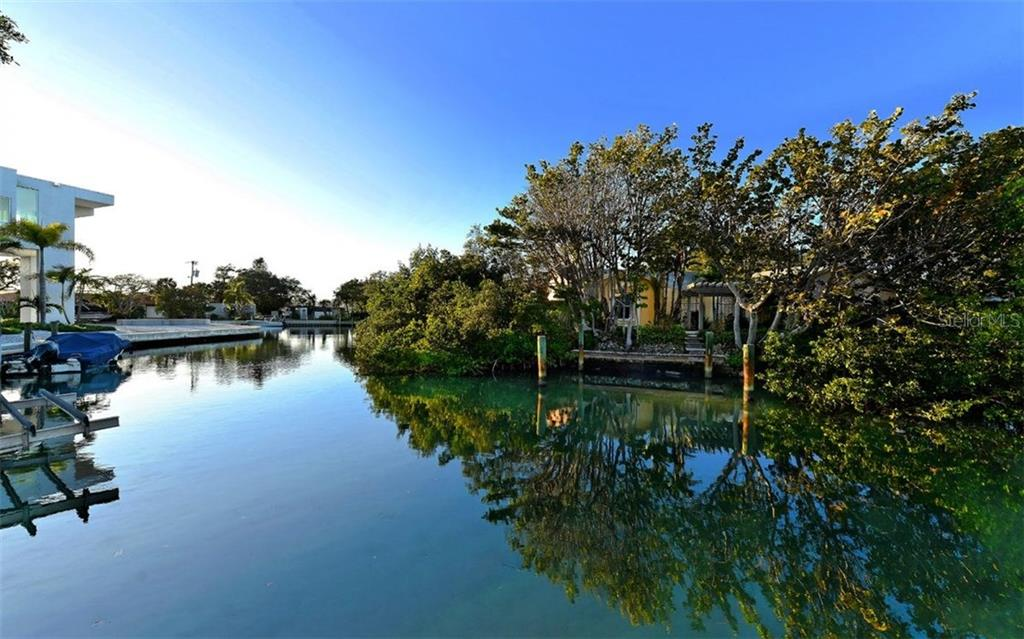 Additional photo for property listing at 150 Faubel St  Sarasota, Florida,34242 United States