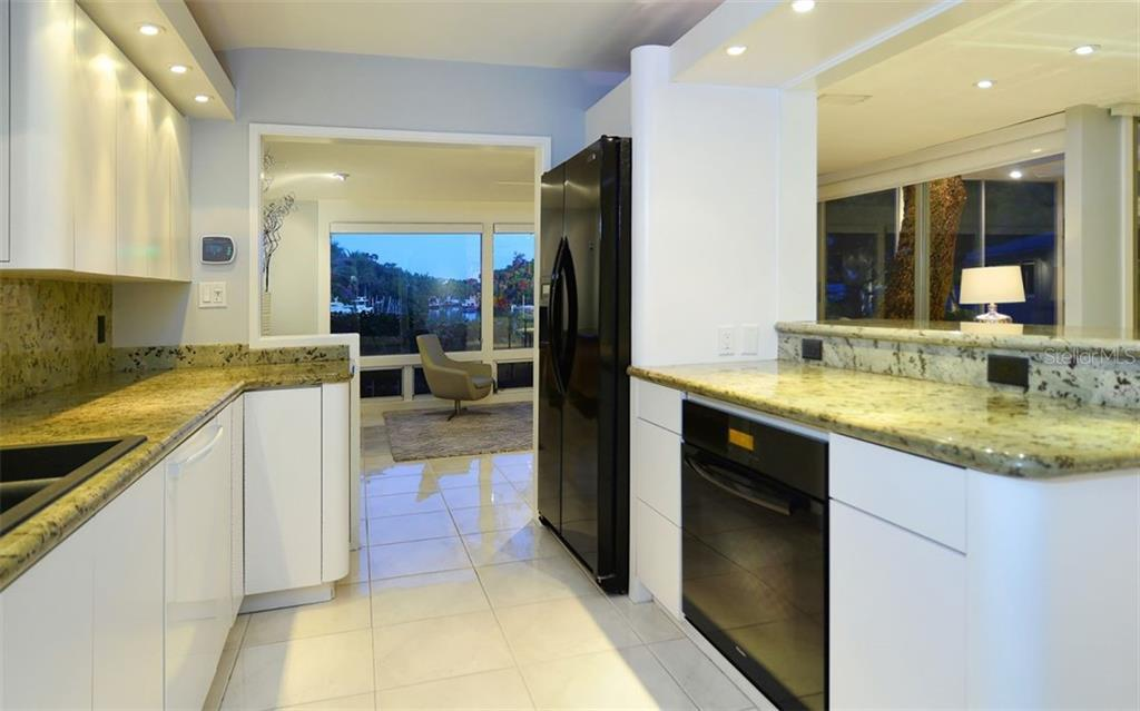 Additional photo for property listing at 5121 Hidden Harbor Rd 5121 Hidden Harbor Rd Sarasota, Florida,34242 Stati Uniti