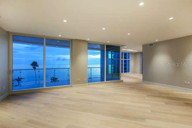 Additional photo for property listing at 2251 Gulf Of Mexico #504 2251 Gulf Of Mexico #504 Longboat Key, Florida,34228 United States