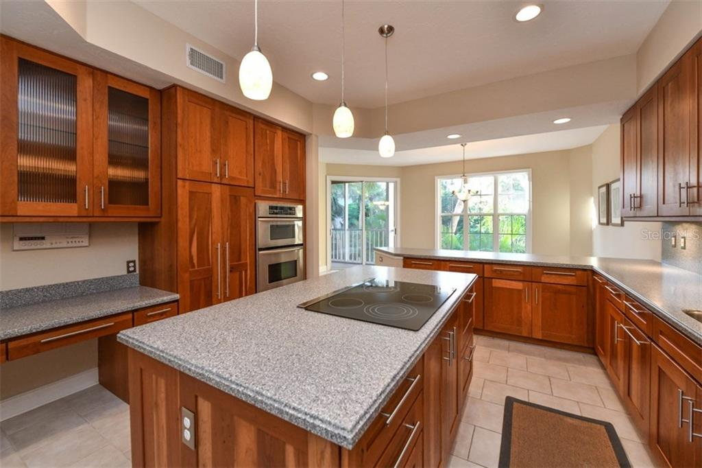 Single Family Home for sale at 3947 Somerset Dr, Sarasota, FL 34242 - MLS Number is A4201541