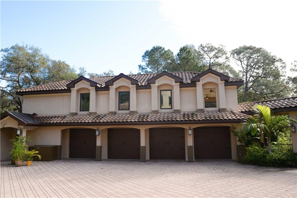 ... Lake Mary, FL 32746  . Detached 4 Bay Garage With Storage And Mother In  Law Apartment Above. Covered Walkway To