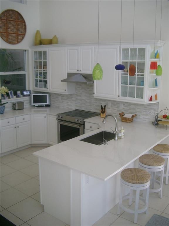 Kitchen w/stools - Single Family Home for sale at 3452 Mistletoe Ln, Longboat Key, FL 34228 - MLS Number is A4415200