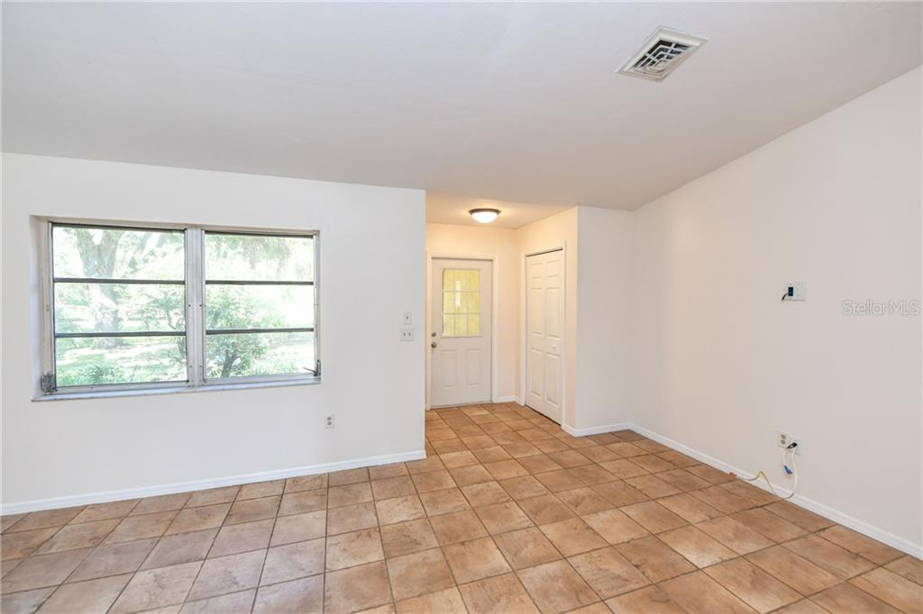 Enter the tiled great room. - Single Family Home for sale at 2045 Frederick Dr, Venice, FL 34292 - MLS Number is A4416740