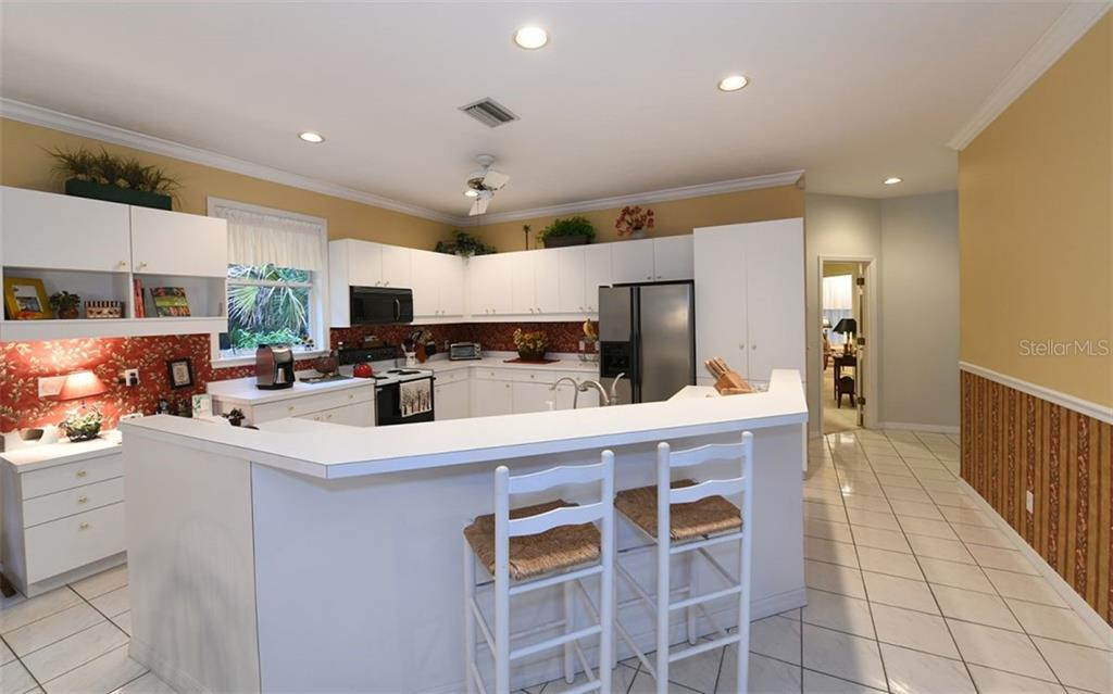 Kitchen with bar - Single Family Home for sale at 2316 Nw 85th St Nw, Bradenton, FL 34209 - MLS Number is A4445702