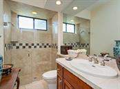 Guest Bath - Single Family Home for sale at 6826 Turnberry Isle Ct, Lakewood Ranch, FL 34202 - MLS Number is A4450601