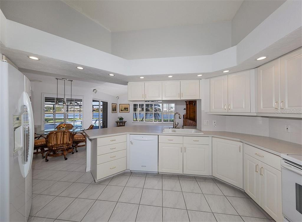 Kitchen - Single Family Home for sale at 515 Park Estates Sq, Venice, FL 34293 - MLS Number is N6103193